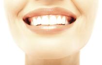 Weiße Zähne gelten als attraktiv…